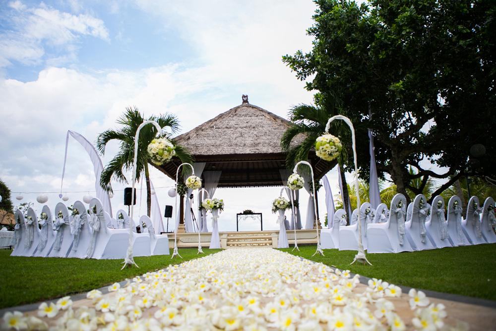 巴厘岛努萨杜瓦海滩酒店花园婚礼